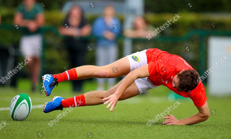 Connacht U18's vs Munster Clubs. Munster's Tony Butler scores a try
