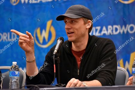 Teddy Sears participates during a Q&A panel on day four at Wizard World at the Donald E Stephens Convention Center, in Chicago