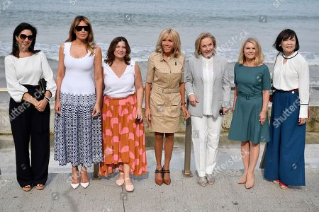 (L-R) Brigitte Macron (C), wife of French President Emmanuel Macron, US First Lady Melania Trump (2-L), Akie Abe (R), wife of Japan's Prime Minister Shinzo Abe, Chile's First Lady Cecilia Morel (3-R), Jenny Morrison (3-L), wife of Australia's Prime Minister Scott Morrison, Malgorzata Tusk (2-R), wife of European Council President Donald Tusk and Adele Malpass (L), wife of World Bank President David Malpass pose by the Cote des Basques beach as part of the G7 summit, in Biarritz, France, 26 August 2019. The G7 Summit runs from 24 to 26 August in Biarritz.
