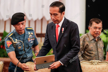 President Joko Widodo (C) and his Vice President Jusuf Kalla (R) arrive for a press conference at the state palace in Jakarta, Indonesia, 26 August 2019. The president announced that East Kalimantan in Borneo will be the location for Indonesia's new capital.