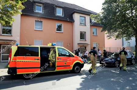 Firefighters arrive to search for missing cobra snake in Herne, Germany, 26 August 2019. A cobra escaped from Herne in North Rhine-Westphalia. Police suspect the dangerous poisonous snake in the area and have had houses evacuated. The search was carried out with the help of adhesive tape and flour.