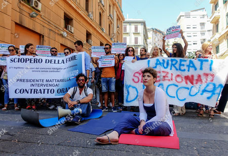 Naples begins the hunger strike against the failure to sign the contract by the president of the Campania region Vincenzo De Luca