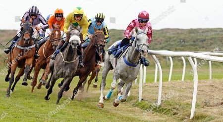 HONCHO (Victoria Malzard) leads the field around the home turn with winner AFRICAN SHOWGIRL (orange, Tim Clark) still in rear Les Landes Jersey