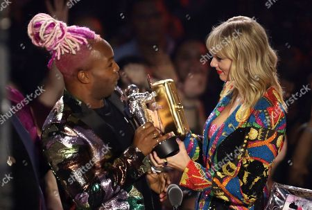"""Todrick Hall, Taylor Swift. Todrick Hall, left, and Taylor Swift accept the video for good award for """"You Need to Calm Down"""" at the MTV Video Music Awards at the Prudential Center, in Newark, N.J"""