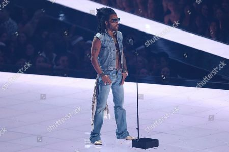 Lenny Kravitz introduces a performance at the MTV Video Music Awards at the Prudential Center, in Newark, N.J