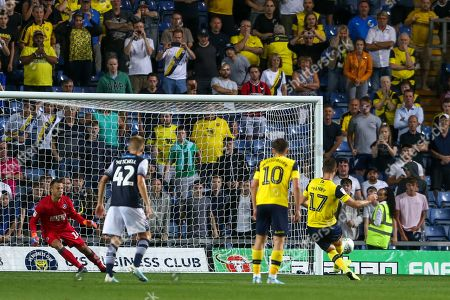 27th August 2019 , Kassam Stadium, Oxford, England; Carabao Cup Football, Second Round, Oxford United vs Millwall  ; James Henry (17) of Oxford scores  penalty to make it 2-2 Credit: Matt O?Connor/News Images English Football League images are subject to DataCo Licence