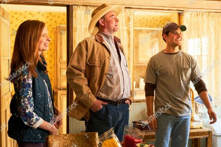Lennon Parham as Kay Bowman, David Koechner as Beau Bowman and JT Neal as Jacob