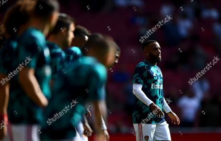 Alexandre Lacazette of Arsenal warms up