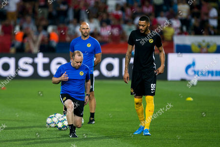 Guillaume Hoarau of Young Boys warms up