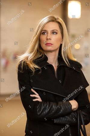 Anne Dudek as Lynn Kessler