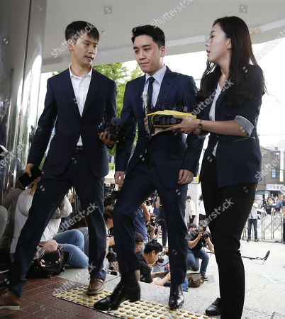 South Korean superstar Lee Seung-hyun (C), who is a former member of group Big Bang, arrives at the Seoul Metropolitan Police Agency in Seoul, South Korea, 28 August 2019. Lee Seung-hyun and Yang Hyun-suk, former chief producer and founder of YG Entertainment, will be investigated by police on charges of illegal gambling abroad. They are suspected of gambling up to tens of millions of won at a time at casinos, including the MGM Hotel and Casino in Las Vegas. Gambling is illegal in Korea.