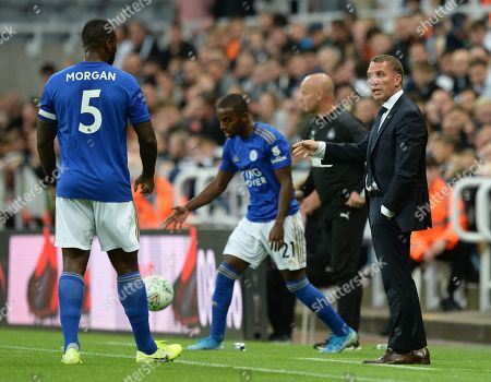 Brendan Rodgers manager of Leicester City passes on instructions to Wes Morgan of Leicester City