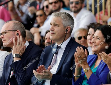 Britain's Brexit Minister for Exiting the European Union Stephen Barclay, center, and Ireland's Minister of Foreign Affairs Simon Coveney, left, attend a business meeting in Paris, Wednesday, Aug.28, 2019