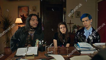 Cassandra Ciangherotti as Ursula, Bernardo Velasco as Renaldo and Julio Torres as Andres