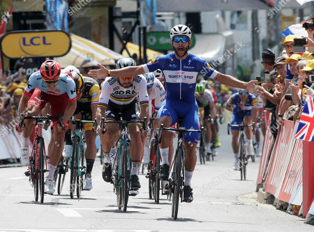 Stage 1; Normoutier - Fontenay le Comte 201kms 1st Fernando GAVIRIA (Col) 2nd Peter Sagan ; 3rd Marcel Kittel ; 4th Alexander Kristoff ; 5th LAPORTE 6th GROENEWEGEN.