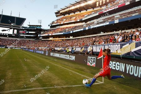 United States forward Christen Press (23) with the corner kick during the Victory Tour match between Portugal and the United States at Lincoln Financial Field in Philadelphia, Pennsylvania