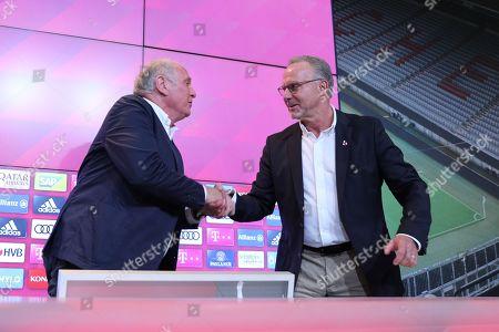 l-r: president Uli Hoeness (FC Bayern Muenchen) and Vorstandsvorsitzender Karl-Heinz Rummenigge (FC Bayern Muenchen) geben sich die Hand, press conference and Uli Hoeness, FC Bayern Muenchen, press conference, 1.Bundesliga, 30.08.2019