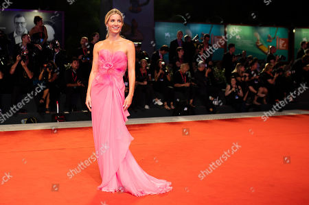 Annabelle Wallis poses for photographers upon arrival at the premiere of the film 'Seberg' at the 76th edition of the Venice Film Festival, Venice, Italy