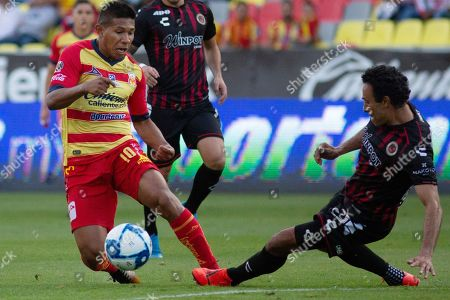 Edison Flores (L) of Morelia fights for the ball with Leobardo Lopez (R) of Veracruz during day eight of the Mexican soccer tournament, at the Morelos stadium in the Morelia, Mexico, 30 August 2019.