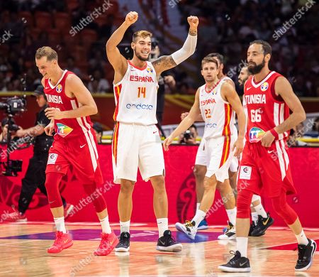 Willy Hernangomez Geuer (2-L) of Spain celebrates after scoring during the FIBA Basketball World Cup 2019 group C match between Spain and Tunisia in Guangzhou, China, 31 August 2019.