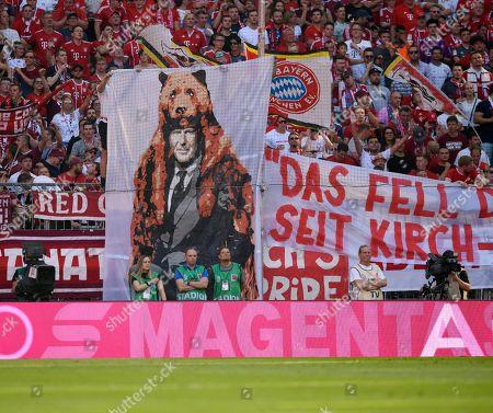 31.08.2019, Football 1. Bundesliga 2019/2020, 3. match day, FC Bayern Muenchen - 1.FSV Mainz 05, in Allianzarena Muenchen. Vorstandsvorsitzender Karl-Heinz Rummenigge (FC Bayern Muenchen) Baerenfell.