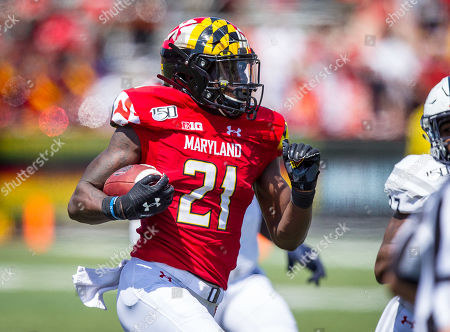 Maryland Terrapins wide receiver Darryl Jones (21) takes in the short reception over the middle and makes his way into the endzone in action from Howard vs. Maryland at Capital One Field in College Park, Maryland