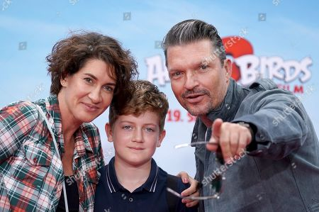 German actor Hardy Krueger jr. (R), his son Tamino (M) and his wife Alice (L) attend the German premiere of the movie 'Angry Birds 2' in Berlin, Germany, 01 September 2019.