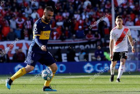 Boca Juniors' Daniele De Rossi controls the ball during an Argentine first division soccer game against River Plate in Buenos Aires, Argentina