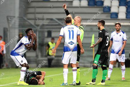 Sampdoria's Ronaldo Vieira (L) is sent off by referee Luca Pairetto (C) during the Italian Serie A soccer match between US Sassuolo Calcio and UC Sampdoria in Reggio Emilia, Italy, 01 September 2019.