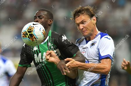 Sassuolo's Pedro Obiang, left, competes for the ball with Sampdoria's Albin Ekdal, during the Serie A soccer match between Sassuolo and Sampdoria at the Mapei stadium, in Reggio Emilia, Italy