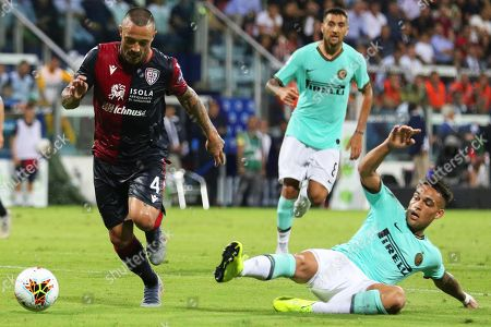 Cagliari's Radja Nainggolan (L) in action against Inter's Lautaro Martinez (R) during the Italian Serie A soccer match between Cagliari Calcio and Inter Milan at Sardegna Arena Stadium in Cagliari, Italy, 01 September 2019.