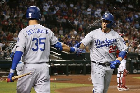 Los Angeles Dodgers' David Freese (25) celebrates his home run against the Arizona Diamondbacks with Dodgers' Cody Bellinger during the first inning of a baseball game, in Phoenix