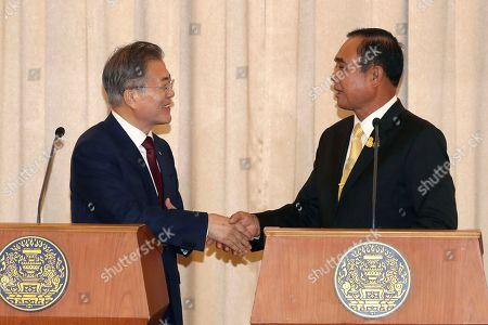 Moon Jae-in, Prayuth Chan-ocha. South Korean President Moon Jae-in, left, shakes hands with Thailand's Prime Minister Prayuth Chan-ocha after joint press conference at the government house in Bangkok, Thailand