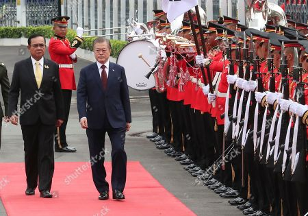 South Korean President Moon Jae-in (2-L) and Thailand's Prime Minister Prayuth Chan-ocha (L) review an honor guard during a welcoming ceremony at the Government House of Thailand in Bangkok, Thailand, 02 September 2019.