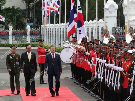 South Korean President Moon Jae-in (C) and Thailand's Prime Minister Prayuth Chan-ocha (2-L) review an honor guard during a welcoming ceremony at the Government House of Thailand in Bangkok, Thailand, 02 September 2019.
