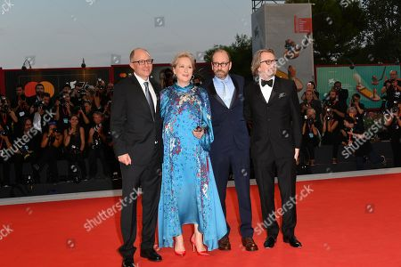 The director Steven Soderbergh and cast : Meryl Streep, Gary Oldman, Jake Bernstein author of the book