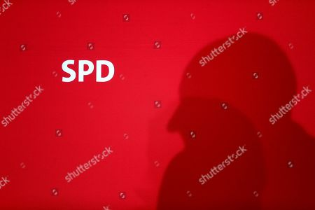 Dietmar Woidke, top candidate of Brandenburg's Social Democratic Party (SPD), casts a shadow as he speaks during a press conference in Berlin, Germany, one day after the federal state elections in the German states of Saxony and Brandenburg