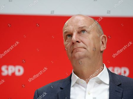 Dietmar Woidke, top candidate of Brandenburg's Social Democratic Party (SPD), attends a press conference in Berlin, Germany, one day after the federal state elections in the German states of Saxony and Brandenburg