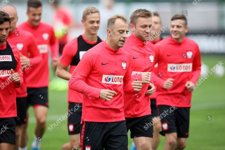 Polish national soccer team players Kamil Grosicki (L-C) and Jakub Blaszczykowski (R-C) warms up during his team's training session in Warsaw, Poland, 02 September 2019. Poland will face Slovenia on 06 September 2019 and Austria on 09 September 2019 in their UEFA Euro 2020 qualifying soccer matches.
