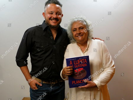 """Mexican author Laura Esquivel, right, and the Mexican illustrator Jordi Castells pose for a portrait during an interview in Mexico City. Esquivel and Castells present """"A Lupita le gustaba planchar"""" a graphic version of the namesake novel by Esquivel"""