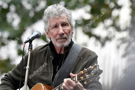 Roger Waters performs during the Don't Extradite Assange rally in London.