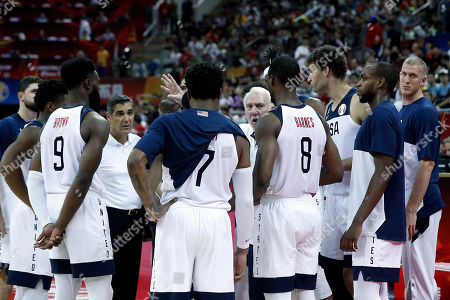 USA team coach Gregg Popovich (C) talks to players during the FIBA Basketball World Cup 2019 group E first ?round? match between the USA and Turkey in Shanghai, China, 03 September 2019.