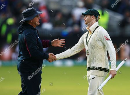 England head coach Trevor Bayliss shakes hands with Steve Smith of Australia at the end of the game