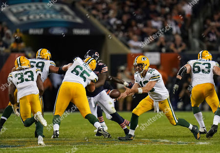 Aaron Rogers, Quarterback of Green Bay Packers (12), throws the ball to Aaron Jones, Running Back of Green Bay Packers (33)