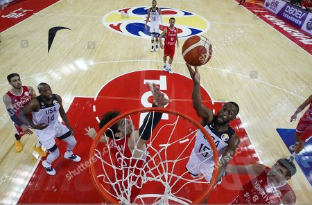 Kemba Walker (R) of USA and Cedi Osman (L) of Turkey in action during the FIBA Basketball World Cup 2019 group E first round match between the USA and Turkey in Shanghai, China, 03 September 2019.