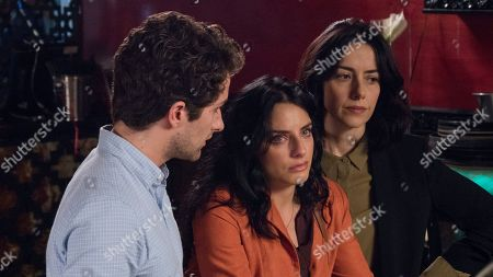 Dario Yazbek Bernal as Julian de la Mora, Aislin Derbez as Elena de la Mora and Cecilia Suarez as Paulina de la Mora