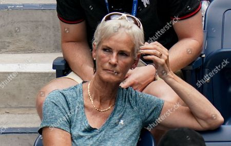 Judy Murray watches Jamie Murray and Neal Skupski of Great Britain play in the quarterfinal of the Men's Doubles