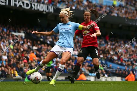 Steph Houghton of Manchester City and Jane Ross of Manchester United