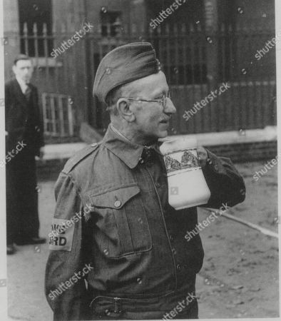 WWII: Britain: London Scenes. picture shows: A member of the Home Guard in uniform. (NO DATE).(Copied from book London at War by Sinclair-Stevenson, COPYRIGHT: Philip Ziegler)