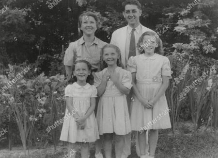 WWII: Britain: Evacuation. Picture shows: The Matthews girls from England with their American foster family in Ohio, July 1941. L-R: Jean and Warren Strohmenger, with Dinah Matthews, Gloria Strohmenger and Sheila Mathews